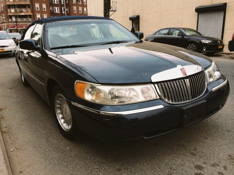 2001 Lincoln Town Car for sale