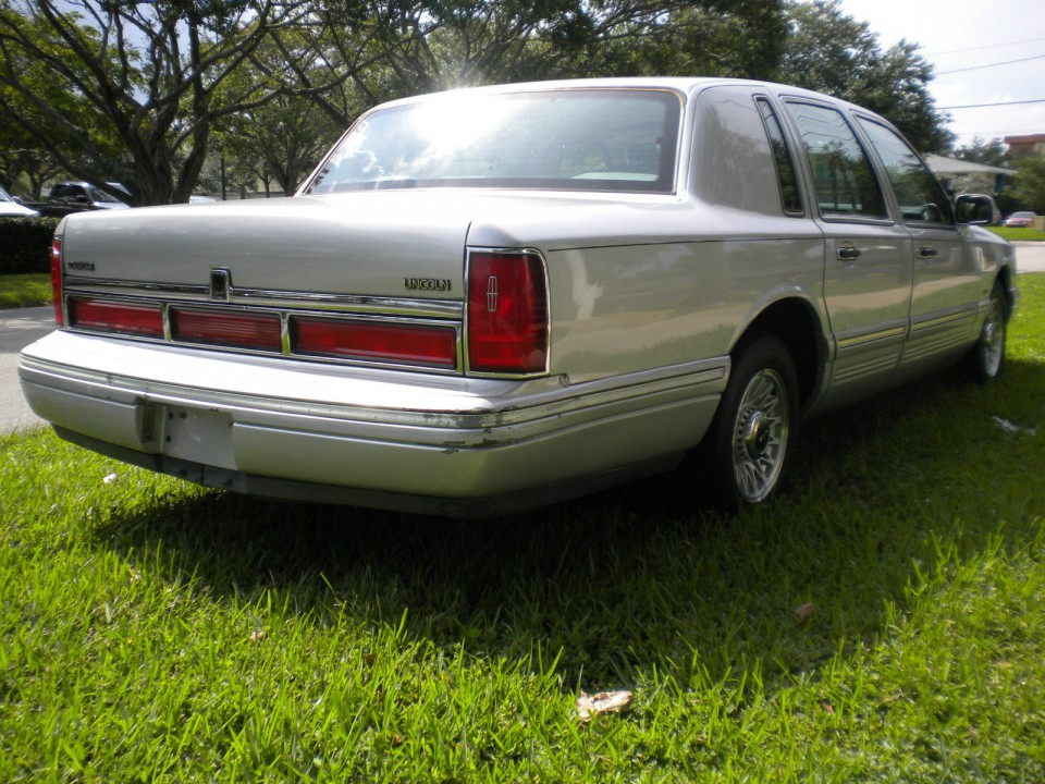 Lincoln Town Car American Cars For Sale X