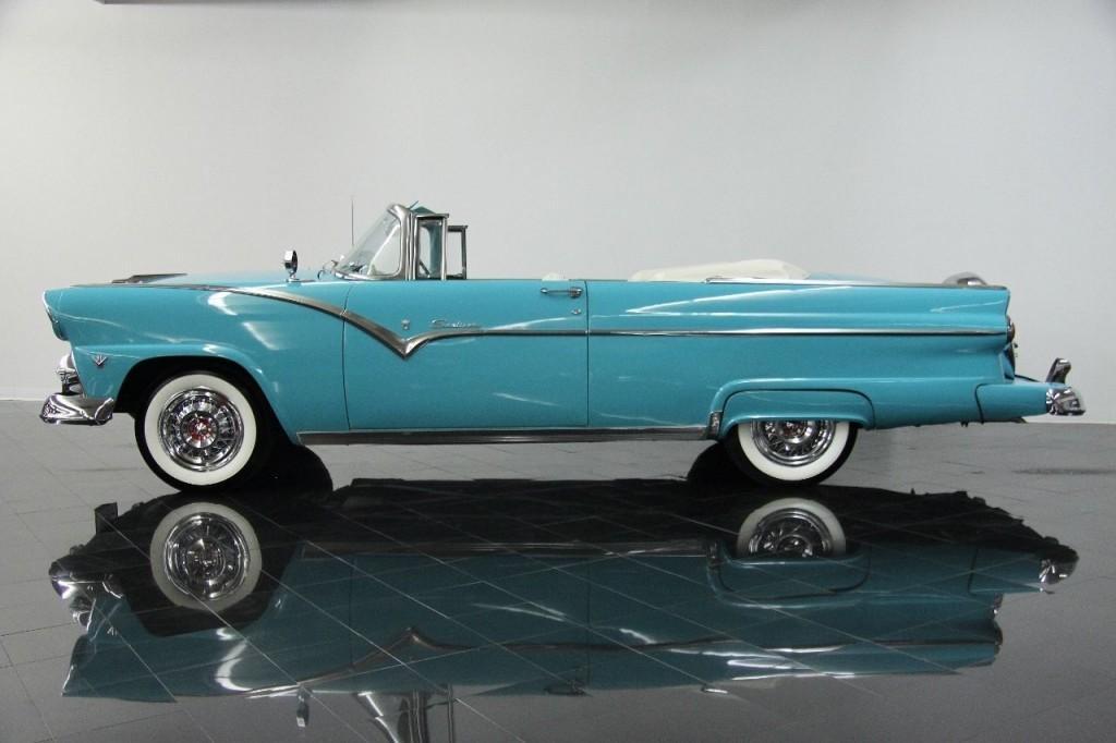 1955 Ford Fairlane Sunliner