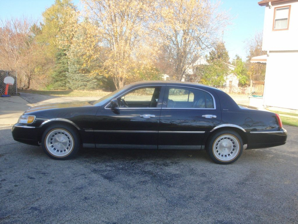 1998 Lincoln Town Car For Sale
