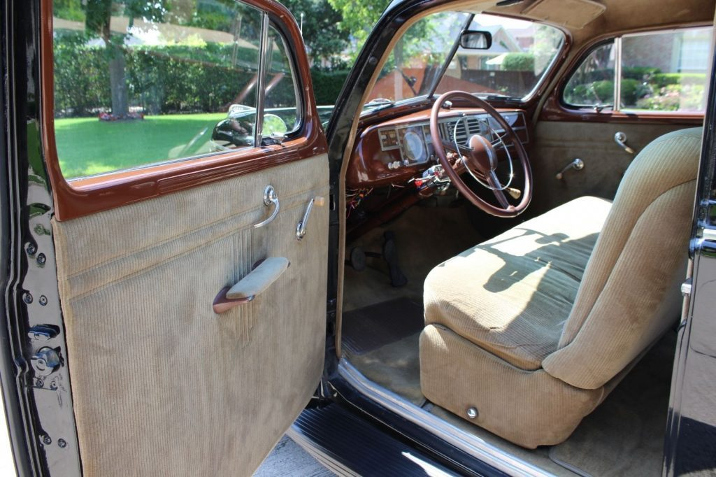 1940 Plymouth P10 Deluxe
