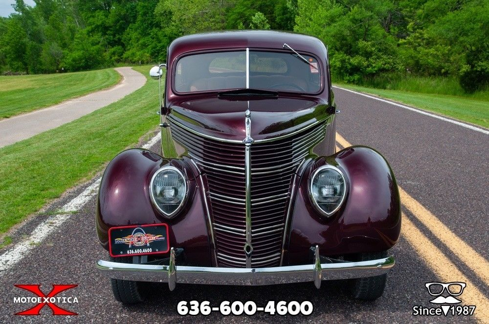 1938 Ford Tudor Deluxe