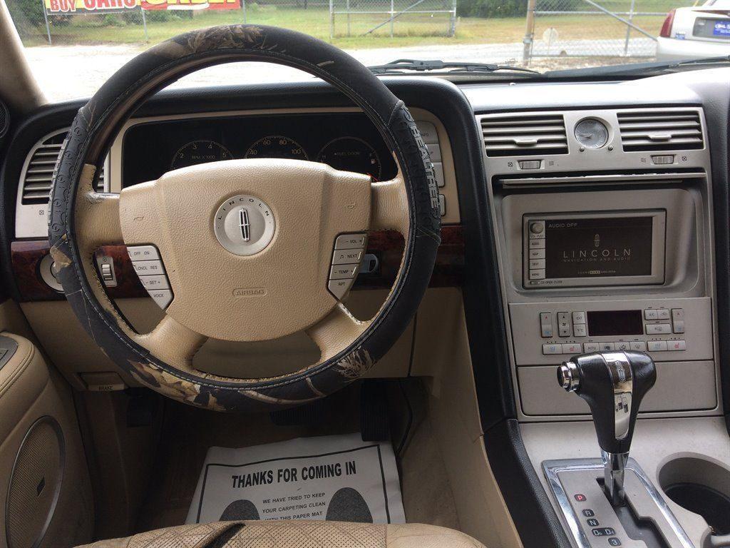 2005 Lincoln Navigator