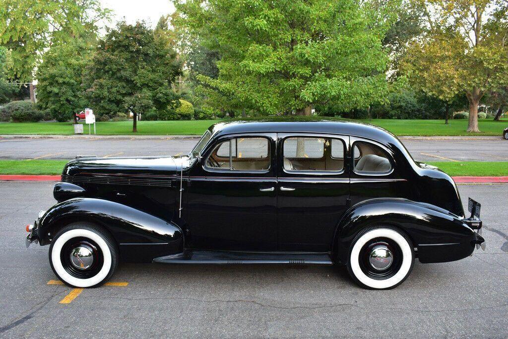 1937 Pontiac Deluxe