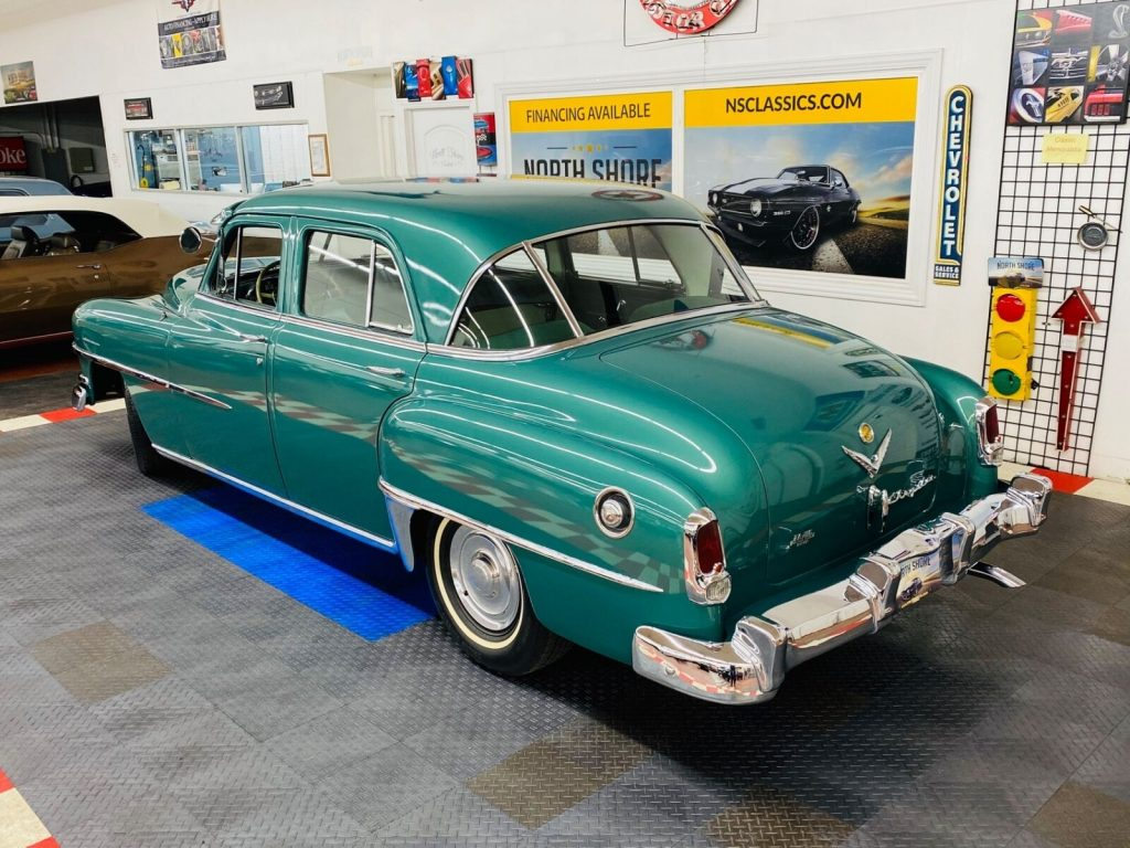 1952 Chrysler Saratoga