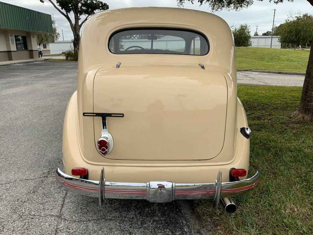 1935 Pontiac Sedan